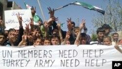 20일 시리아 이들립 시의 반정부 시위대.