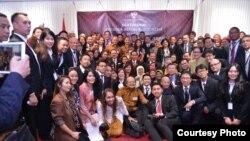 Presiden Joko Widodo bersama warga negara Indonesia di KBRI Berlin, Jerman (18/4). (Courtesy Biro Pers Kepresidenan)