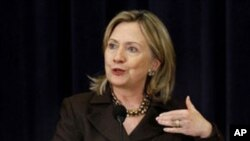 Clinton: US to Push Mideast Peace