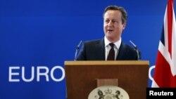លោកនាយករដ្ឋមន្រ្តីអង់គ្លេស David Cameron ថ្លែងនៅក្នុងសន្និសីទកាសែតកំឡុងកិច្ចប្រជុំកំពូលរបស់មេដឹកនាំសហភាពអឺរ៉ុបក្នុងក្រុងព្រុចសែល (Brussels) ប្រទេសបែលហ្ស៊ិក (Belgium) កាលពីថ្ងៃទី២០ ខែមីនា ឆ្នាំ២០១៥។