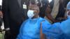 Le ministre de la santé publique Malachie Manaouda recevant sa première dose de vaccin contre le Covid-19 à Yaoundé, le 11 avril 2021. (VOA/Emmanuel Jules Ntap)