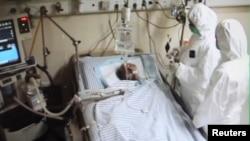 4일 중국 저장성 항저우 시 병원에서 치료 중인 H7N9 신종 조류독감 환자.