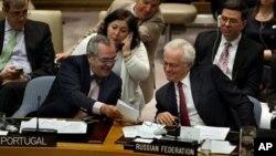 지난 4월 유엔 회의에 참석한 호세 필리페 모라에스 카브랄 유엔 안전보장이사회 산하 1718위원회 위원장(왼쪽). (자료사진)
