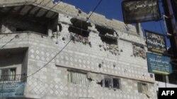 Nhà cửa bị pháo kích ở Rasten gần Homs, ngày 3 tháng 2, 2012