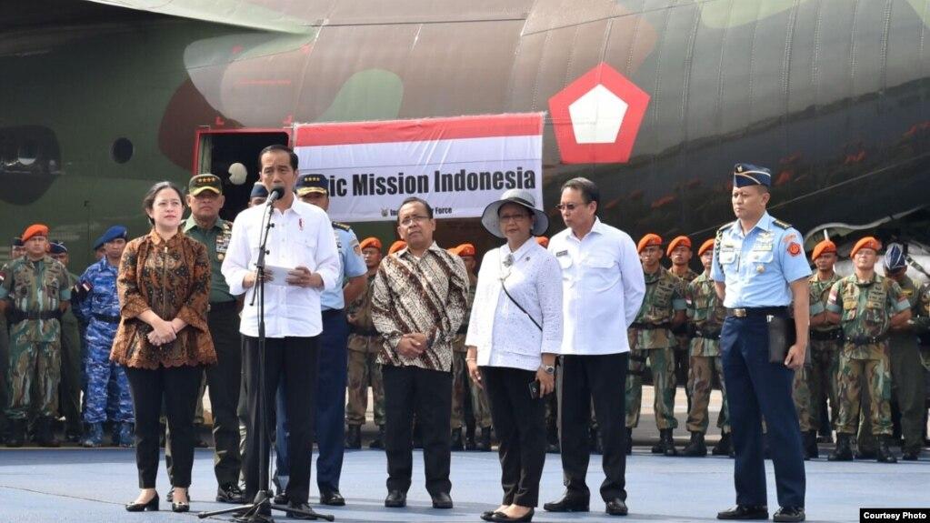 Indonesia bắt đầu chuyển hàng cứu trợ cho người Rohingya chạy trốn khỏi Myanmar (Ảnh: Biro Pers)