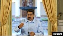 """""""Vamos a hacer ejercicios militares para la defensa del mar Caribe, de las costas venezolanas y de la frontera"""", dijo el presidente en disputa, Nicolás Maduro."""