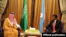 Wasiirka arrimaha dibadda Soomaaliya Yusuf Garad Cumar iyo Wasiirka arrimaha dibadda Sacuudiga Adel Al-Jubeir