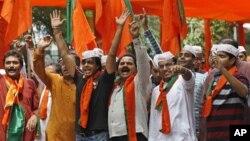 23일 인도 뉴델리에서 집권세력의 부패상에 항거하는 시위대.