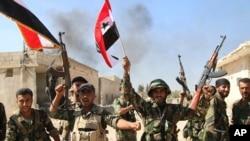 Leşkerên Sûrî li Hama (Arşîv)