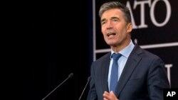 Sekjen NATO Anders Fogh Rasmussen memberikan keterangan kepada media di Brussels, Belgia (foto: dok).