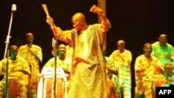 Doudou Diaye Rose lors d'un concert