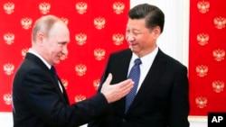 3일 러시아 모스크바를 방문한 시진핑 중국 국가주석(오른쪽)이 크렘림 궁에서 블라디미르 푸틴 러시아 대통령과 만났다.