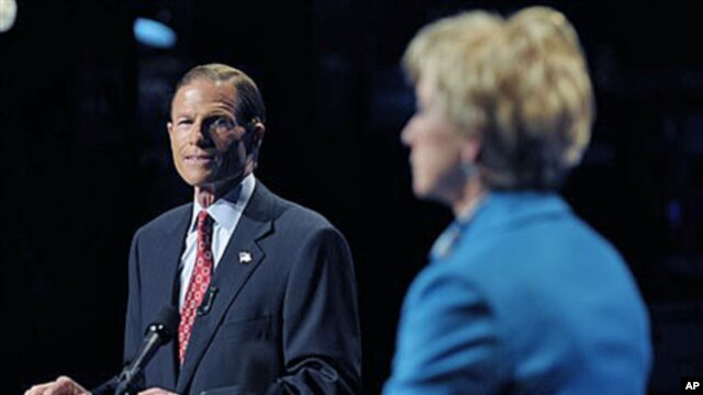 Democratic candidate for US Senate Richard Blumenthal, left, and Republican candidate for US Senate Linda McMahon debate in Hartford, Conn., 04 Oct 2010