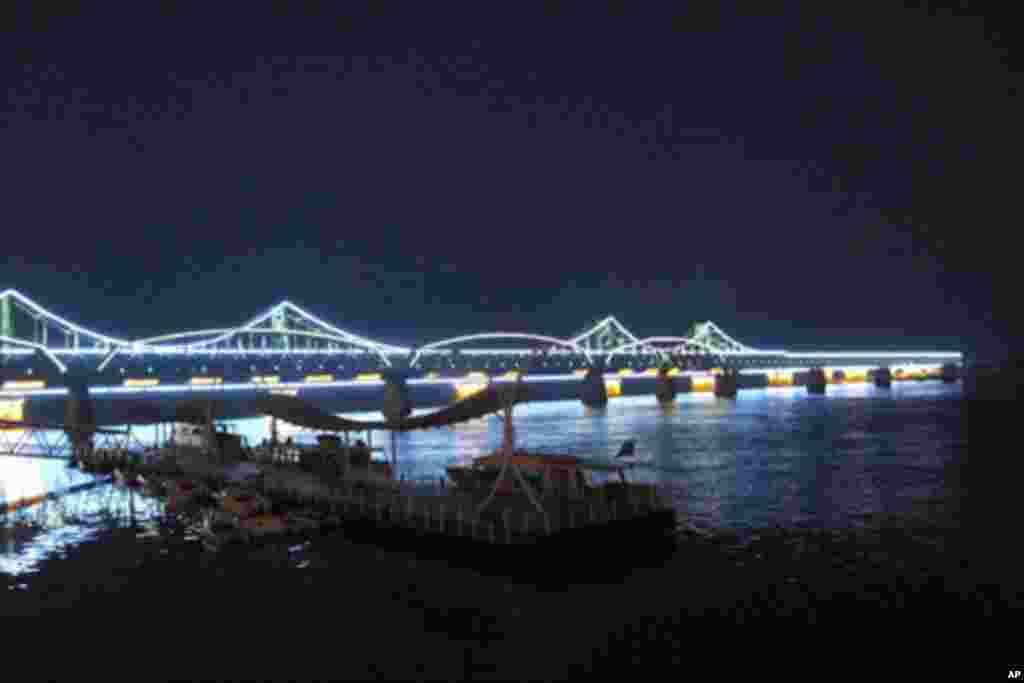 鸭绿江大桥夜景
