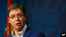 Perdana Menteri Serbia Aleksandar Vucic berbicara dalam konferensi pers di Belgrad, Serbia (30/10). (AP/Darko Vojinovic)