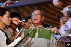Okinava gubernatori Takeshi Onaga bazani boshqa yerga ko'chirishni talab qilmoqda.