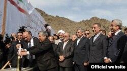Հայաստանի նախագահ Սերժ Սարգսյանն ու Իրանի էներգետիկայի նախարար Մաջիդ Նամջուի գլխավորած պատվիրակությունն այցելել են հիդրոէլեկտրակայանի հիմնարկեքի արարողությունը, 2012թ. նոյեմբերի 8