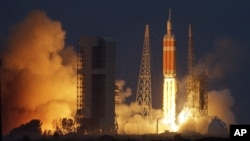 Старт ракеты-носителя Delta-4 c капсулой Orion на борту. Мыс Канаверал, штат Флорида. 5 декабря 2014 г.