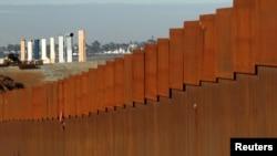 Ông Trump cho rằng bức tường biên giới có thể chặn được di dân bất hợp pháp