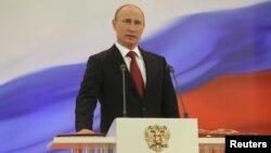 El presidente de Rusia, Vladimir Putin pidió a la Asamblea revoque el permiso que le diera para incursionar militarmente en Ucrania.