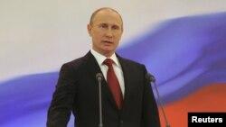 La decisión del presidente Vladimir Putin se suma a otras medidas de su gobierno para limitar la labor de activistas prodemocráticos.