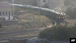 김정일 국방위원장 일행을 태운 특별열차가 25일 오후 네이멍구의 국경도시 만저우리(滿洲里)역으로 진입하고 있다.