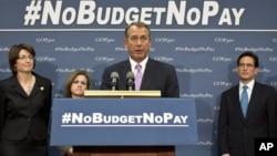 John Boehner (ao centro), líder da maioria Republicana na Câmara dos Representantes do Congresso norte-americano
