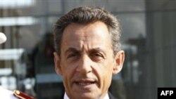 Cắt giảm giáo viên là một phần trong kế hoạch của Tổng thống Sarkozy giảm việc làm trong lãnh vực công để giảm bớt thâm hụt ngân sách