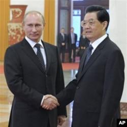 中國國家主席胡錦濤(右)10月12日在北京人民大會堂會見到訪的俄羅斯總理普京