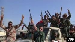 Ливийские повстанцы на улицах Бенгази