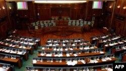 Kosovë: Partitë e koalicionit kërkojnë votimin në parlament për presidentin dhe kabinetin e ri
