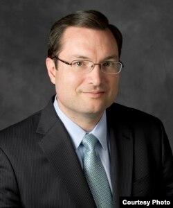 全美生命和自由中心的主席和法律总顾问戴维.吉布斯(NCLL)