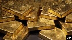 Además del oro, Walter Samaszko poseía acciones por valor de $165 mil dólares y tenía $12 mil en efectivo en su casa.