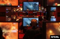 Visitors play ''Diablo'' at an exhibition stand during the Gamescom 2011 fair in Cologne, Germany, August 17, 2011.