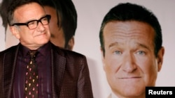 "Robin Williams, bintang film ""Old Dogs"" tiba di pemutaran perdana film tersebut di Hollywood, California, 9 November 2009. (Foto: dok.)"