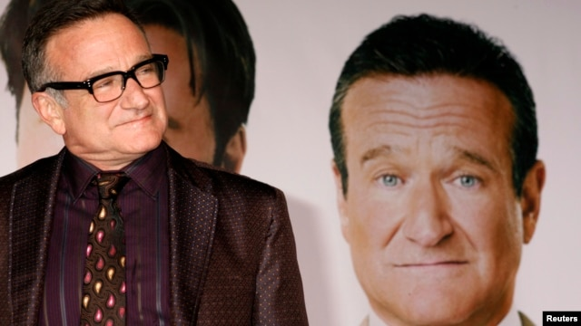 "FILE - Actor Robin Williams, star of the new film ""Old Dogs"" arrives at the film's premiere in Hollywood, California, Nov. 9, 2009."