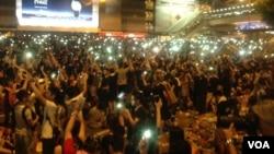 数万香港人连续两天示威声援占中 (美国之音海彦拍摄)