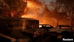 미국 캘리포니아주 산타폴라 인근에서 대형 산불이 발생해 6만5천 에이커가 넘는 지역을 불태웠다.