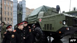 FILE – Russian cadets pass an S-300 surface-to-air missile system during a military exhibition in St. Petersburg, Feb. 20, 2015. Russia announced Nov. 9 it would deliver missile systems that Iran had contracted in 2007.