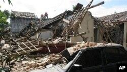 지진으로 무너져내린 가옥, 2006년 5월(자료사진)