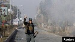 صحنه حمله به کنسولگری پاکستان در جلال آباد