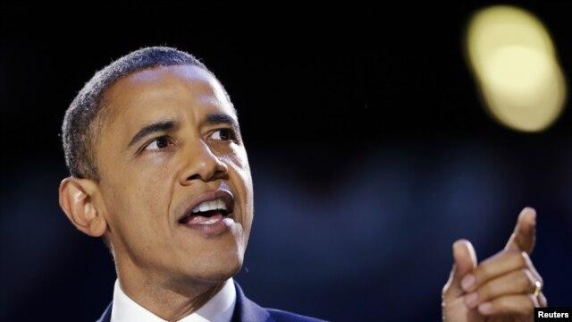 Tổng thống Obama độc diễn văn chiến thắng tại đêm bầu cử ở Chicago.
