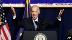 El vicepresidente Joe Biden no se mordió la lengua para criticar las ideas anti-inmigrantes de Donald Trump.