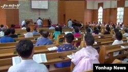'국가전복음모 혐의'로 북한에 억류 중인 한국계 캐나다인 임현수 목사가 지난해 8월 평양 봉수교회 일요예배에 참석해 자신의 '반북행위'에 대해 '속죄'했다고 북한의 대남선전용 웹사이트 우리민족끼리TV가 당시 보도했다.