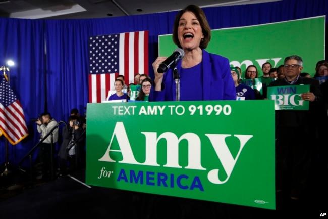 La candidata a la nominación presidencial demócrata Amy Klobuchar habla el martes, 11 de febrero de 2020 en Concord, New Hampshire.
