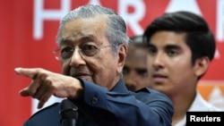 馬來西亞總理馬哈蒂爾在退休15年之後再度掌權。