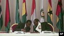 Alassane Ouattara (à dr.)