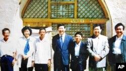 習近平1992年和姐姐、弟弟回梁家河村時的留影