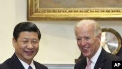 អនុប្រធានប្រធានាធិបតី សហរដ្ឋអាមេរិក Joseph Biden ជួបជាមួយអនុប្រធានាធិបតីចិន Xi Jinping ដើម្បីពង្រីកទំនាក់ទំនងទ្វេភាគីនៅបន្ទប់ Roosevelt នៅសេតវិមានថ្ងៃ ទី១៤ ខែកុម្ភៈ ឆ្នាំ២០១២។