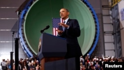 President Barack Obama berpidato di Newport News Shipbuilding di Newport News, Virginia (26/2).